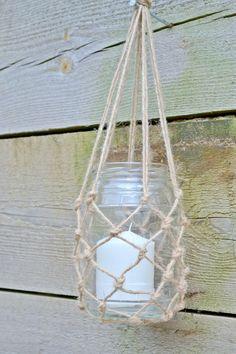 DIY macrame hanging jar lanterns Macrame how to - hanging lantern jars Diy Macrame Wall Hanging, Macrame Hanging Planter, Hanging Plants, Hanging Gardens, Mason Jar Hanger, Mason Jar Diy, Jar Lanterns, Hanging Lanterns, Hanging Mason Jars