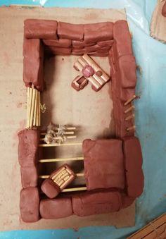 Atelier Maisons Gauloises pour les Macchus (7-14 ans) à Toulon! De belles réalisations en argile avec de jolies idées et beaucoup de concentration ;-)! Toulon, 14 Year Old, Clay, Cabin, Homes, Atelier