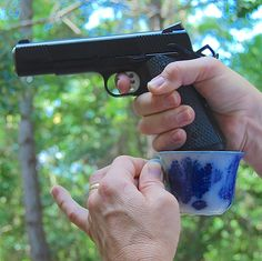 How not to grip a gun - the teacup or cup and saucer handgun grip