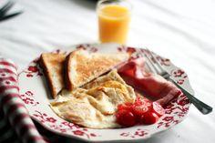Eggs ,ham , cherry tomatoes, toast