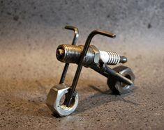 On sale, motorcycle, spark plug motorcycle, recycled metal motorcycle … – Motorrad Welding Art Projects, Metal Art Projects, Diy Welding, Metal Welding, Metal Crafts, Welding Ideas, Welding Tools, Diy Tools, Blacksmith Projects
