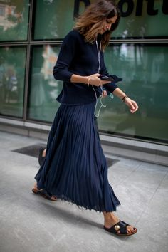 Street Style_cropped sweater worn with pleated maxi skirt & slides | Saved by Gabby Fincham |