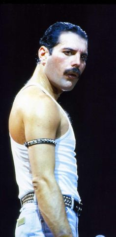 Freddie Mercury Performing in Live Aid - 1985