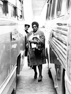 Ella Fitzgerald between two buses