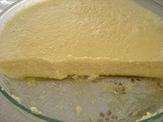 1 abacaxi em pedaços médios  - 2 caixinhas de creme de leite  - 10 colheres (sopa) de açúcar  - 1/2 litro de água  - 2 caixinhas de gelatina de abacaxi  -