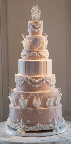 Elegance at it's best...( no recipe) use this cakerfor reference ...to take to your baker/bakery