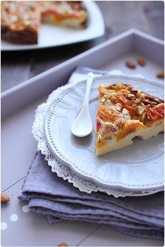 Après le clafoutis aux prunes et à la cannelle, voici la version abricots/romarin/miel. J'ai repris la même recette à l'exception du beurre que j'ai retiré