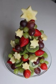 Obst-Weihnachtsbaum Fruit Christmas tree, a good recipe from the category fruit. Fruit Christmas Tree, Christmas Party Food, Xmas Food, Christmas Appetizers, Christmas Buffet, Christmas Foods, Merry Christmas, Vegan Christmas, Holiday Tree