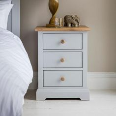 Discover a wide selection of solid wooden bedside tables. Rustic bedroom furniture in reclaimed wood designed to transform your room.