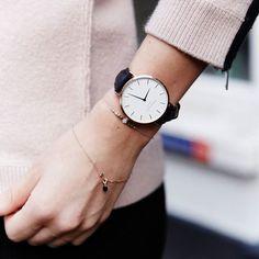 Mix up your Rosefield with tiny bracelets #annanina #tinybracelets #delicate #armcandy #classicwatch #leatherwatch #rosefield #rosefieldwatches #amsterdam #newyork #nyc