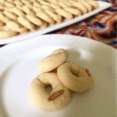 Ghraibeh ( mini sugar cookies ) – Nivin's Kitchen