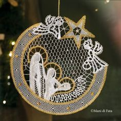 Pattern with draiwngs and holes to realize the Italian cut bobbin lace nativity scene. Romanian Lace, Bobbin Lacemaking, Lace Art, Bobbin Lace Patterns, Point Lace, Lace Jewelry, Tatting Lace, Needle Lace, Lace Making