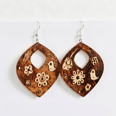 Wooden Earrings  Wood Burnt / Pyrography  Chirping by PocketsOfArt