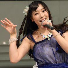 アイドル・グループの「モーニング娘。'14」が29日、ニューアルバム「14章~The message~」をリリースしたことを記念し、東京・池袋サンシャインシティ噴水広場にてミニライブ&握手会を開催した。およそ2年ぶり、1