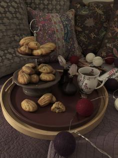 Discover the best french pastry recipes and delicious, easy baking chocolate treats. Christmas, Easter and seasonal cooking recipes will take you even further - to the unique plate and table dressings, incluidng the original home decorating ideas. Pastry Recipes, Cooking Recipes, My Dessert, Chocolate Treats, French Pastries, Plates, Baking, Easy, Desserts