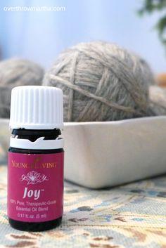 Natural Dryer Sheet Alternatives. It smells really good!! #DIY #EssentialOils #Laundry