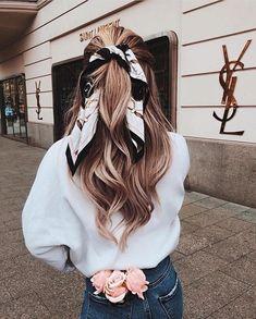 Hairstyles with scarves that look pretty and trendy # look Frisuren mit Schals, die hübsch und modisch aussehen # look – - Unique Long Hairstyles Ideas Hair Ribbons, Ribbon Hair, How To Wear Scarves, Easy Hairstyles, Hairstyle Ideas, Hairstyles With Scarves, Wedding Hairstyles, Bandana Hairstyles For Long Hair, Winter Hairstyles