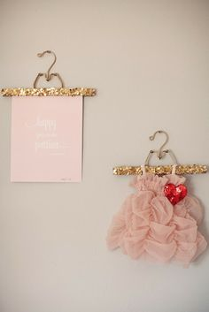 DIY: Glittered hangers via A Bubbly Life | Little Lovables