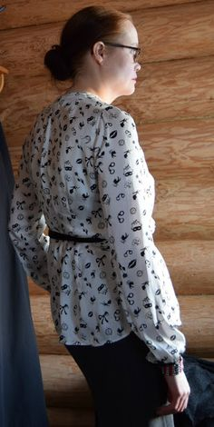 wrap over dress black and white diy.  For photos please visit the blog. Kaavoihin kangistumatta: ... mutta hyvä on ilmankin ;)
