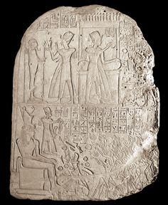 Stèle du soldat Ramosé, du Pelizaeus Museum d'Hildesheim (hauteur 67,5 cm)