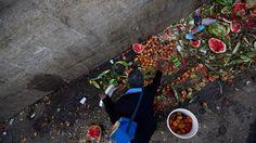 Los problemas en Venezuela hacen que mucha gente busque comida en la basura :: Newsela