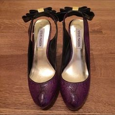 Steve Madden snakeprint bow-back heels NEW! Never worn Steve Madden heels. Unique design, perfect for a night out. A deeply hued purple snakeskin print is complemented by the black patent bow on the back of the ankle strap. Steve Madden Shoes Heels