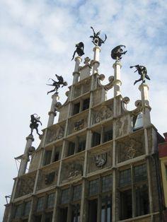 The façade of the Gild House, with six dancings devils on top! niet zeker welke stad, misschien antwerp