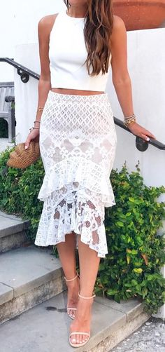 Simple top & lace midi skirt