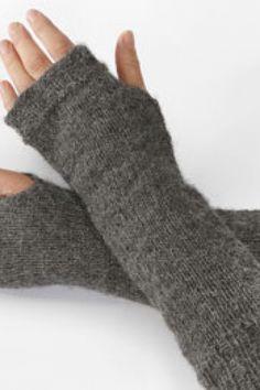 Fra novice til (næsten) prof Knitting Accessories, Drops Design, Yarn Crafts, Knitting Projects, Fingerless Gloves, Arm Warmers, Mittens, Needlework, Knitwear