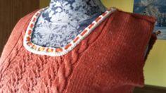 Maglia fatta con gli aghi a maglia rifinita con un bordo all'uncinetto, filato in puro lino, appena finita molto soddisfatta!!!
