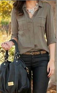 Spring or fall - street chic - olive chiffon shirt + black skinny pants + black heels & bag + leopard print belt, casual friday Mode Outfits, Fall Outfits, Casual Outfits, Casual Jeans, Mode Chic, Mode Style, Street Chic, Street Style, Military Chic