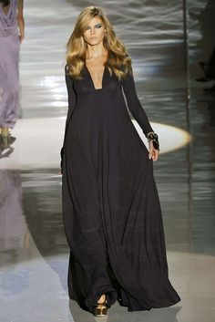 Black long sleeve plunging neckline dress. Gucci, Ready-to-Wear Spring 2009. Model: Maryna Linchuk. Photo: Marcio Madeira