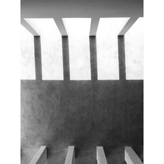 Pergolas, concreto, sombras y luces.