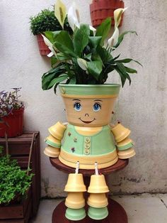 Clay pot people - Decorations made of ceramic pots 18 projects made this summer – Clay pot people Flower Pot Art, Clay Flower Pots, Flower Pot Crafts, Flower Vases, Clay Pot Projects, Clay Pot Crafts, Diy And Crafts, Flower Pot People, Clay Pot People