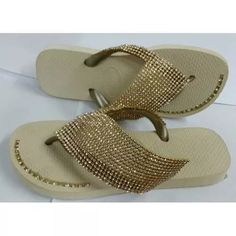 Chinelo Havaianas Personalizadas Com Strass E Perolas - R$ 49,99 Prada, Louis Vuitton, Flip Flops, Slippers, Pearls, Shoes, Fashion, Embroidered Hats, Decorated Flip Flops