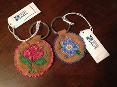 Bead Embroidery Patterns, Bead Embroidery Jewelry, Beaded Embroidery, Beading Patterns, Beading Ideas, Loom Beading, Native Beadwork, Indian Beadwork, Seed Bead Jewelry