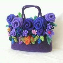 Felt Flowers Bag Crochet Pattern pdf Crochet Bag by on Etsy Free Crochet Bag, Crochet Shell Stitch, Crochet Gratis, Crochet Bags, Crochet Handbags, Crochet Purses, Crochet Flower Patterns, Crochet Flowers, Knitting Patterns