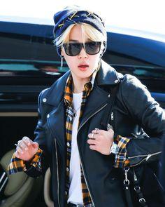 ㅡ YoonMin (YoonGi x JiMin) ㅡ HopeV (JHope x V) ㅡ NamJin (NamJoon x… # Fanfic # amreading # books # wattpad Bts Jimin, Bts Bangtan Boy, Bts Aegyo, Jimin Hot, Park Ji Min, Bts Airport, Airport Style, Jimin Airport Fashion, Kpop Fashion