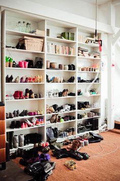 If I could have a lofted floor for my closet room I would be in heaven.