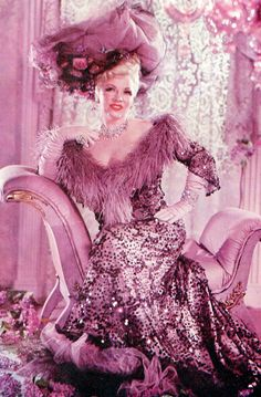 Mae West Old Hollywood Glamour, Hollywood Fashion, Golden Age Of Hollywood, Vintage Glamour, Vintage Hollywood, Hollywood Actresses, Classic Hollywood, Mae West, Burlesque