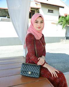 Yng mana belum tidur say hye sikit 👐🏻 Beautiful Muslim Women, Beautiful Hijab, Beautiful Asian Girls, Casual Hijab Outfit, Hijab Chic, Hijabi Girl, Girl Hijab, Hijab Fashion Summer, Muslim Beauty