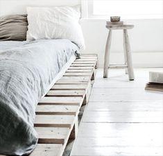 40 Creative Wood Pallet Bed Design Ideas - EcstasyCoffee