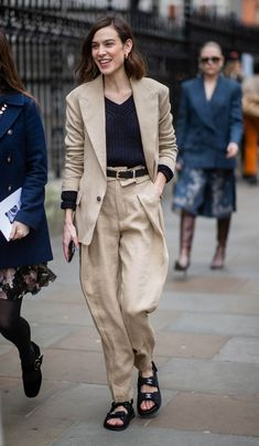 Best Celebrity Outfits of Alexa Chung Look Fashion, Runway Fashion, Girl Fashion, Fashion Outfits, Womens Fashion, Fashion Tips, Feminine Fashion, Petite Fashion, Curvy Fashion