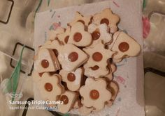 Linzer liszt keverékkel | Erzsébet Talabér- Zsizsi receptje - Cookpad receptek Gingerbread Cookies, Nutella, Desserts, Food, Gingerbread Cupcakes, Tailgate Desserts, Deserts, Essen, Postres