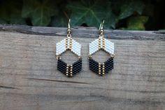 Earrings beads Miyuki, gold and black/orange/yellow transparent, customizable - Armband Ideen Seed Bead Jewelry, Bead Jewellery, Seed Bead Earrings, Diy Earrings, Beaded Jewelry, Jewelery, Handmade Jewelry, Black Earrings, Pearl Earrings