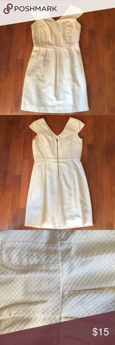 Worthington Off White Dress A little yellow on the armpits but barely noticeable (see picture) Super cute on. Worthington Dresses