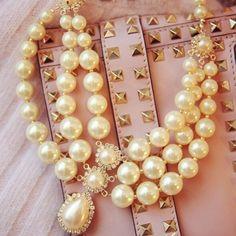 USD4.99Fashion Rhinestone Pearl Necklace