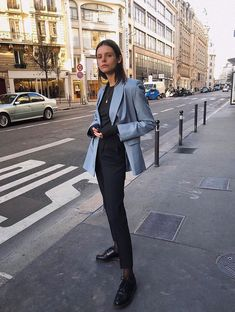 If you're looking for a new go-to work uniform, check out these easy ensembles inspired by the coolest French girls. French Girl Style, French Girls, Blazer Outfits, Girl Outfits, Fashion Outfits, Blue Blazer Outfit, Outfit Elegantes, Tunics With Leggings, Girls Uniforms