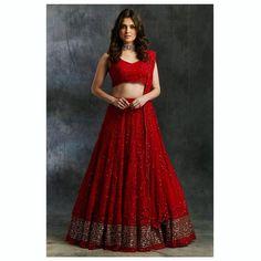 Priyanka Chopra Sabyasachi Lehenga Coût + Lehengas à budget similaire en rouge - Bridal Lehenga - Modes Indian Fashion Dresses, Indian Bridal Outfits, Indian Bridal Lehenga, Indian Gowns Dresses, Dress Indian Style, Indian Designer Outfits, Lehenga Choli Wedding, Wedding Lehanga, Wedding Salwar Kameez