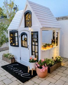 36 Luxury Outdoor Playhouse Design Ideas Best For Your Backyard Decoration Backyard Playhouse, Build A Playhouse, Playhouse Decor, Simple Playhouse, Playhouse Interior, Outdoor Playhouses, Wooden Playhouse, Cubby Houses, Play Houses